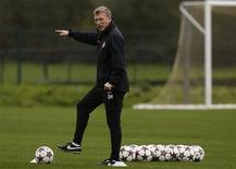 Manchester United's manager David Moyes gestures during a training session at the club's Carrington training complex in Manchester, northern England, October 22, 2013. REUTERS/Phil Noble