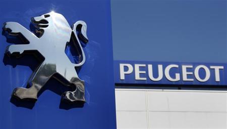 The Peugeot logo is seen at a dealership of French car maker PSA Peugeot-Citroen, Europe's No. 2 automaker by volume, in Selestat, eastern France, September 7, 2012. REUTERS/Vincent Kessler