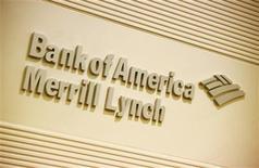 El logo del Bank Of America en sus oficinas de Hong Kong, mar 8 2013. Bank of America Corp dijo el jueves que recortaría de 1.200 a 1.300 empleos vinculados a negocios con hipotecas debido a una disminución en la actividad de refinanciación y una mejora en su cartera de préstamos inmobiliarios morosos. REUTERS/Bobby Yip