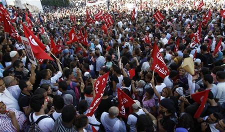 Protesters shout slogans during a demonstration to call for the departure of the Islamist-led ruling coalition in Avenue Habib-Bourguiba in central Tunis October 23, 2013. REUTERS/Zoubeir Souissi