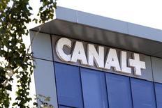 Vivendi et Lagardère ont conclu un accord sur la cession de la participation de 20% de Lagardère au capital de Canal+ France, pour un montant en numéraire de 1,02 milliard d'euros. /Photo d'archives/REUTERS/Charles Platiau