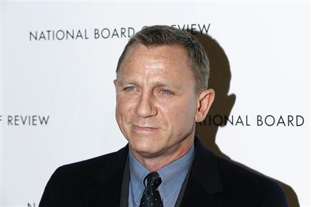 British actor Daniel Craig arrives to attend the National Board of Review awards gala in New York January 8, 2013. REUTERS/Lucas Jackson