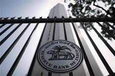 La banque centrale indienne a relevé son principal taux d'intérêt mardi pour la deuxième fois en deux mois, en expliquant que l'inflation devrait rester élevée jusqu'à la fin de l'exercice budgétaire en cours, et elle est revenue en partie sur les mesures d'urgence adoptées en juillet pour soutenir la roupie. Le taux de refinancement de la Reserve Bank of India (RBI) passe ainsi de 7,50% à 7,75%. /Photo prise le 29 octobre 2013/REUTERS/Danish Siddiqui