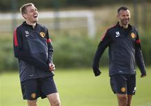 Manchester United's Darren Flectcher (L) laughs during a training session at the Carrington complex in Manchester, northern England, September 18, 2012. REUTERS/Darren Staples