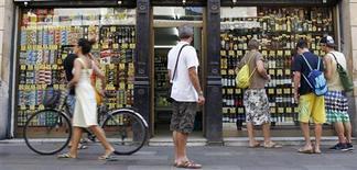 Les ventes au détail en Espagne ont augmenté de 2,2% en septembre en données corrigées des effets de calendrier, enregistrant leur première hausse annuelle depuis juin 2010, une progression de bon augure pour l'économie espagnole. /Photo d'archives/REUTERS/Albert Gea