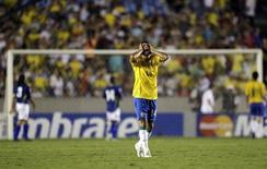 Brazil's Thiago Silva reacts during their 2010 World Cup qualifying soccer match against Colombia in Rio de Janeiro, October 15, 2008. REUTERS/Sergio Moraes
