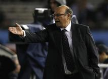 Peru's coach Sergio Markarian reacts during their 2014 World Cup qualifying soccer match against Argentina in Buenos Aires, October 11, 2013. REUTERS/Enrique Marcarian