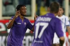 Fiorentina's Juan Cuadrado celebrates after scoring against Pandurii Targu-Jiu during their Europa League soccer match at the Artemio Franchi stadium in Florence October 24, 2013. REUTERS/Alessandro Bianchi