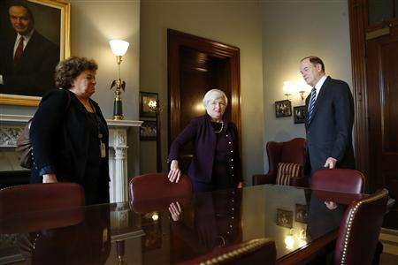Janet Yellen (C), nominee to be the next chairman of the U.S. Federal Reserve, meets with Senate Banking Commitee member Senator Richard Shelby (R-AL) (R) in his office on Capitol Hill in Washington, October 31, 2013. REUTERS/Jonathan Ernst