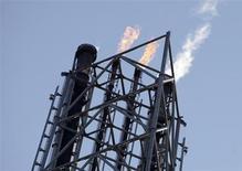 Selon une enquête Reuters auprès de professionnels du secteur, la production de pétrole de l'Opep est tombée en octobre sous les 30 millions de barils par jour (bpj) pour la première fois depuis deux ans, l'augmentation des extractions de l'Arabie saoudite ne suffisant pas à compenser leur baisse en Libye, en Iran et au Nigeria. /Photo d'archives/REUTERS/Francisco Bonilla