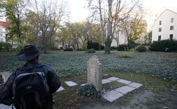 A visitor stands next to the gravestone of German philosopher Moses Mendelssohn at Grosse Hamburger Strasse Jewish cemetery in Berlin, October 31, 2013. REUTERS/Fabrizio Bensch