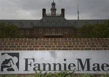 Le géant américain du financement hypothécaire Fannie Mae a décidé de poursuivre en justice neuf banques dans l'affaire de manipulation présumée des taux interbancaires, en réclamant pour plus de 800 millions de dollars (589 millions d'euros) de dédommagements. /Photo d'archives/REUTERS/Jonathan Ernst