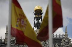 """La Banque d'Espagne à Madrid. Fitch Ratings a revu en hausse sa perspective sur l'Espagne, à """"stable"""" contre """"négative"""" jusqu'à présent, et a confirmé la note souveraine BBB de Madrid, évoquant des progrès dans la maîtrise de ses déficits, un retour à la croissance plus rapide que prévu et des efforts en matière de réformes structurelles. /Photo prise le 19 juin 2013/REUTERS/Sergio Perez"""