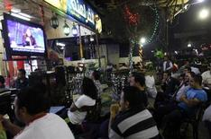 "Egyptians watch the first episode of a show by Egypt's most prominent television satirist, Bassem Youssef, called ""Al-Bernameg"" (The Programme) in Cairo October 25, 2013. REUTERS/Mohamed Abd El Ghany"