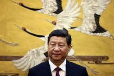 O presidente da China, Xi Jinping, comparece a cerimônia em Pequim, China. Jinping está confiante de que o país terá um crescimento econômico saudável e não ficará preso na armadilha da renda média, disse neste sábado o governante a um grupo de líderes comerciais chineses e estrangeiros. 18/09/2013 REUTERS/Feng Li/Pool