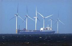 Le fournisseur d'électricité Centrica abandonnerait un projet de parc éolien d'un montant évalué à deux milliards de livres (2,36 millions d'euros) car il juge que les subventions publiques sont insuffisantes, rapporte le quotidien anglais The Telegraph. /Photo d'archives/REUTERS/David Moir