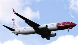 A Norwegian Air Shuttle Boeing 737-800 is seen in the air near Oslo Airport, Gardermoen in this July 17, 2009 file photo. REUTERS/Kyrre Lien/Scanpix