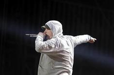 Rapper norte-americano Eminem durante apresentação em concerto de encerramento do Grande Prêmio de Abu Dhabi de Fórmula 1. A primeira edição do YouTube Music Awards, no domingo, marcada pelo improviso com a participação especial de várias celebridades, teve parte dos prêmios mais importantes entregue ao rapper Eminem. 4/11/2012. REUTERS/Jumana ElHeloueh