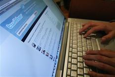Una página de Twitter vista en un ordenador portátil en Los Angeles, oct 13 2009. Los inversores y otros defensores de Facebook suelen decir que de la red social captura una de las mayores concentraciones de atención humana del planeta y por consiguiente ofrece oportunidades ilimitadas a los anunciantes. REUTERS/Mario Anzuoni