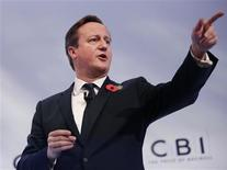 """El primer ministro británico, David Cameron, en Londres, nov 4 2013. Gran Bretaña debe seguir formando parte de la Unión Europea, dijeron el lunes líderes empresariales británicos, pero pidieron al primer ministro David Cameron que se oponga a la """"progresiva extensión de la autoridad"""" del bloque. REUTERS/Olivia Harris"""