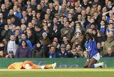 Tottenham Hotspur's goalkeeper Hugo Lloris (L) lies injured after a collision with Everton's Romalu Lukaku (R) during their English Premier League soccer match at Goodison Park in Liverpool, northern England November 3, 2013. REUTERS/Phil Noble