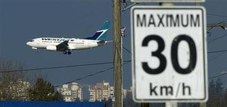 A West Jet Boeing 737-600 aircraft arrives at Vancouver International Airport in Richmond, British Columbia February 9, 2011. REUTERS/Andy Clark