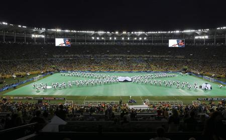 A general view shows the stadium during the closing ceremony before the Confederations Cup final soccer match between Brazil and Spain at the Estadio Maracana in Rio de Janeiro June 30, 2013. REUTERS/Paulo Whitaker