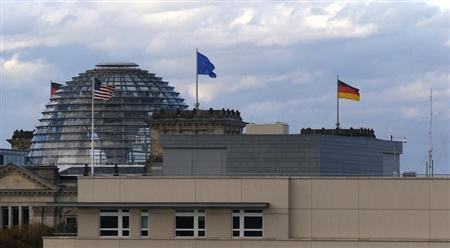 The U.S. embassy is pictured next to the Reichstag building, seat of the German lower house of parliament Bundestag, in Berlin October 28, 2013. REUTERS/Tobias Schwarz