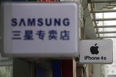 Samsung, soucieux d'apaiser des investisseurs peu convaincus par l'évolution du cours de son action, veut investir dans de nouvelles technologies et le marketing pour prendre l'ascendant sur Apple dans le segment des tablettes. /Photo d'archives/REUTERS