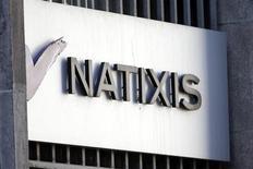 Le titre Natixis figure au rang des valeurs à suivre à la Bourse de Paris à la mi-séance et s'adjuge 4,9% vers 13h30, surperformant les autres valeurs bancaires européennes (+0,7%) au lendemain d'une publication trimestrielle ressortie au-dessus des attentes. /Photo prise le 18 février 2013/REUTERS/Charles Platiau