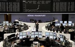 Les Bourses de la zone euro ont brusquement accéléré leur hausse jeudi en début d'après-midi après l'annonce par la Banque centrale européenne de sa décision de baisser son principal taux directeur d'un quart de point, à 0,25%. /Photo prise le 7 novembre 2013/REUTERS/Remote