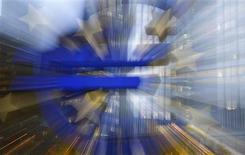 La Banque centrale européenne (BCE) a réduit le taux de refinancement, son principal taux directeur, d'un quart de point à 0,25%, réagissant à une baisse inattendue de l'inflation par un assouplissement monétaire destiné à appuyer une reprise économique atone. /Photo prise le 5 novembre 2013/REUTERS/Kai Pfaffenbach