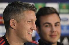 Bayern Munich's Bastian Schweinsteiger (L) and Mario Gotze attend a news conference in Plzen November 4, 2013. REUTERS/David W Cerny