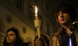 Members of the young Jewish community attend a commemoration ceremony for Holocaust victims in front of the synagogue in Vienna November 9, 2013. REUTERS/Leonhard Foeger