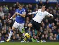 Tottenham Hotspur's Vlad Chiriches (R) challenges Everton's Kevin Mirallas during their English Premier League soccer match at Goodison Park in Liverpool, northern England November 3, 2013. REUTERS/Phil Noble