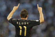 Germany's Miroslav Klose celebrates his goal during the 2010 World Cup quarter-final soccer match against Argentina at Green Point stadium in Cape Town July 3, 2010. REUTERS/Kai Pfaffenbach
