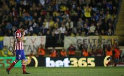 Atletico Madrid's Diego Costa leaves the pitch after his substitution during their Spanish First division soccer league match against Villarreal at El Madrigal stadium in Villarreal, November 10, 2013. REUTERS/Albert Gea