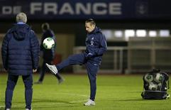 France's national soccer team player Franck Ribery controls the ball as he attends a training session at Clairefontaine, near Paris, November 11, 2013. REUTERS/Christian Hartmann