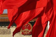 """Fachada do Grande Salão do Povo, onde o Partido Comunista da China realiza seu congresso, na Praça da Paz Celestial, em Pequim. O Partido Comunista chinês prometeu deixar os mercados desempenharem um papel """"decisivo"""" na alocação de recursos ao apresentar a agenda de reformas para a próxima década nesta terça-feira, buscando reorganizar a segunda maior economia do mundo para conduzir o crescimento futuro. 12/11/2013. REUTERS/Kim Kyung-Hoon"""