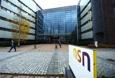 Après des années passées à réduire les coûts, la division équipements télécoms de Nokia NSN (Nokia Solutions and Networks) se prépare enfin à se développer en devenant l'activité principale du groupe finlandais. /Photo prise le 29 octobre 2013/REUTERS/Antti Aimo-Koivisto/Lehtikuva