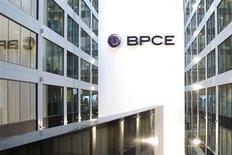 Banques populaires Caisses d'épargne (BPCE) a annoncé mercredi qu'il entendait doubler son résultat net d'ici à 2017, un objectif que l'établissement espère atteindre en devenant un acteur majeur du marché mondial de l'épargne et de l'assurance. /Photo d'archives/REUTERS/Benoît Tessier
