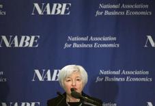 Джанет Йеллен выступает на конференции Национальной ассоциации экономики бизнеса в Вашингтоне 4 марта 2013 года. Джанет Йеллен, выдвинутая президентом США Бараком Обамой а должность главы ФРС, считает, что у Центробанка еще много работы для поддержки экономики и рынка занятости, которые пока дают результаты ниже потенциала. REUTERS/Gary Cameron