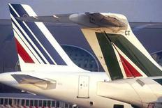 Air France-KLM ne souscrira pas à l'augmentation de capital d'Alitalia , dont il est le premier actionnaire, jugeant insuffisantes les mesures de restructuration financières de la compagnie italienne. Le groupe détiendra donc au maximum 10% du capital de la compagnie italienne après cette opération. /Photo d'archives/REUTERS/Air France