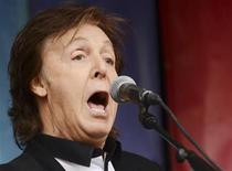 """Singer Paul McCartney performs during an impromptu concert to promote his album """"New"""" at Covent Garden in London October 18, 2013. REUTERS/Philip Brown"""