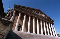 Le déficit budgétaire de la France s'établit à 82,578 milliards d'euros contre 82,234 milliards initialement prévu à l'issue de la première lecture par les députés du projet de loi de finances (PLF) pour 2014. /Photo d'archives/REUTERS