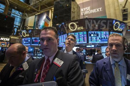 Traders work on the floor of the New York Stock Exchange, November 15, 2013. REUTERS/Brendan McDermid