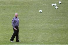 New Zealand's national soccer coach Ricki Herbert looks on during a training session at Azteca stadium in Mexico City November 12, 2013. REUTERS/Edgard Garrido