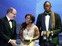 Prince Albert II of Monaco (L) poses with Usain Bolt (R) and Shelly-Ann Fraser-Pryce of Jamaica after they received their World Athlete of the Year awards during the IAAF World Athletics Gala in Monte Carlo November 16, 2013. REUTERS/Eric Gaillard