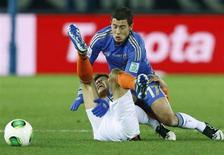 Eden Hazard (R) of Britain's Chelsea and Jesus Corona of Mexico's Monterrey fight for the ball during their Club World Cup semi-final soccer match in Yokohama, south of Tokyo December 13, 2012. REUTERS/Toru Hanai