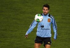 Spain's national soccer player Cesc Fabregas takes part in a soccer training session at Iberostar stadium in Mallorca, on the Spanish Balearic island of Mallorca, October 10, 2013. REUTERS/Enrique Calvo